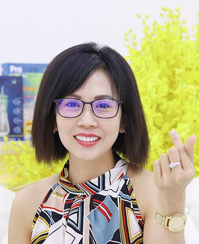 Kim Trang sau
